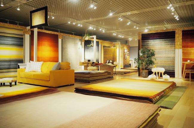 新宿のショールームでは、  80種類以上のハグみじゅうたんを直接見ることができます