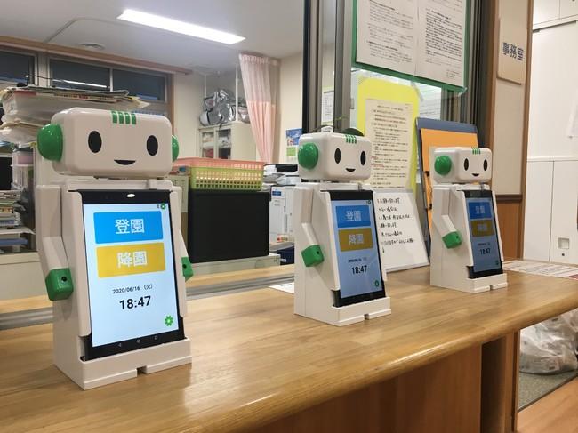 ※実証実験の様子②(ロボットアプリで、非接触で登園降園管理を実施)