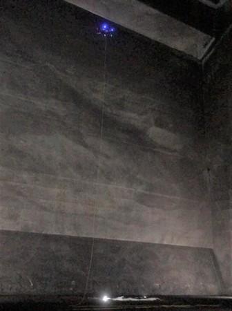 ホールド壁面を撮影している様子