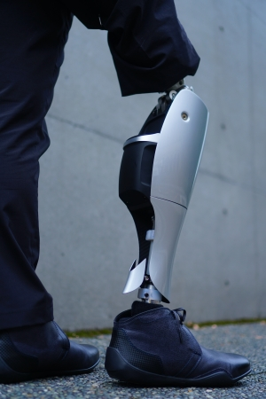 パワード義足膝継手試作機