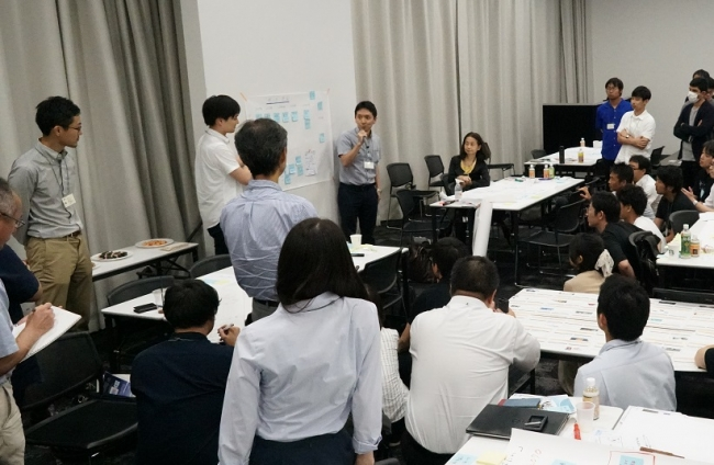 各チームで構想した新たなビジネスアイディアの発表