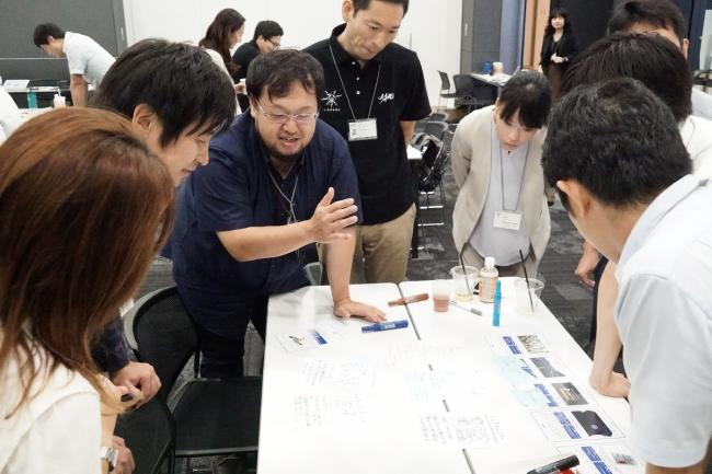 JAXA職員も各チームに加わり、議論を深める