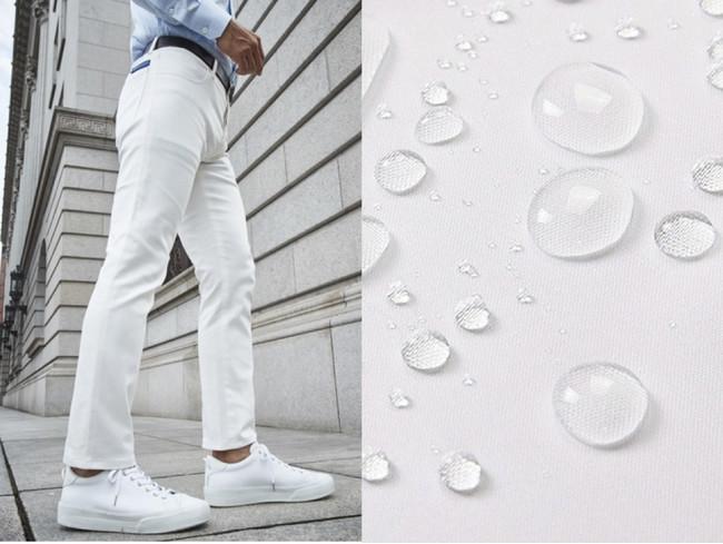 ↑汚れが落ちやすく、食べこぼしなどのシミを回避する「仮縫付ホワイトジーンズ」。素材は、ゼニア等ビジネスラグジュアリーブランドにも採用される岡山県産ストレッチ入りデニムを使用し、京都の染め技術で撥水・防汚加工を施したハイクラス素材です