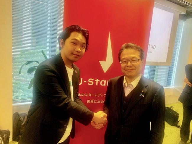 6月24日に実施された「J-Stratup2019セレモニー」にて、世耕大臣と代表岡井