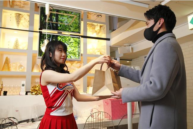 テイクアウト商品受け渡し※通常マスク手袋を着用します。