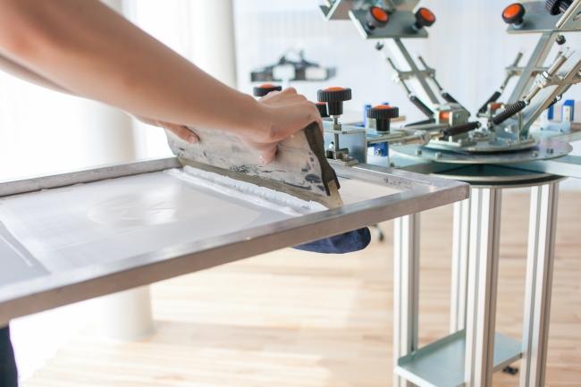 シルクスクリーンによる印刷を中心に行う工房