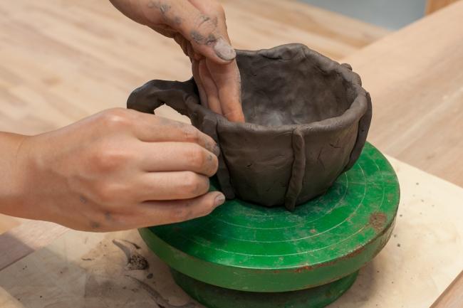 本格的な環境で陶芸に取り組める
