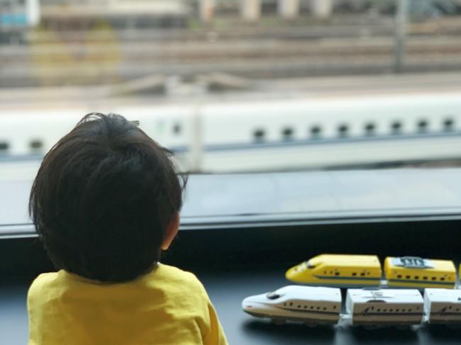 新幹線や列車がみられる線路側のお部屋