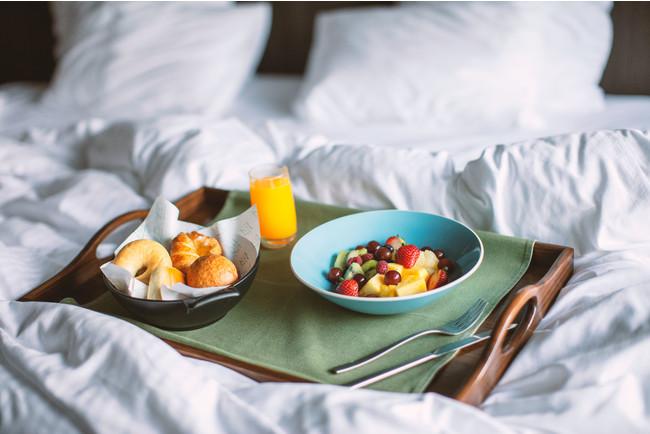 朝食はルームサービスでご提供