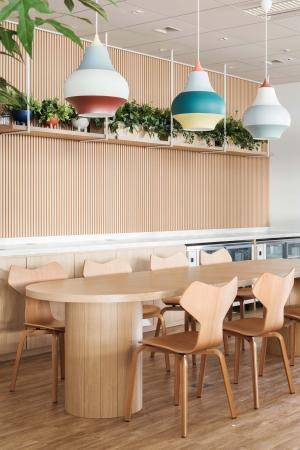 北欧をイメージしたカフェスペース