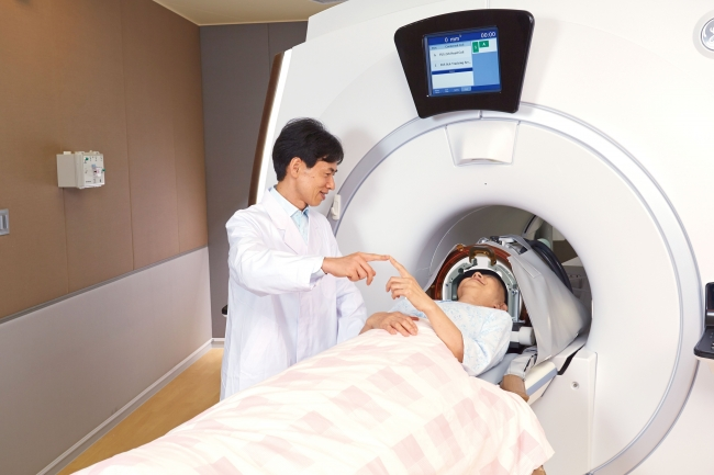 治療イメージ(医師が患者さんの状態を確認しながら治療を進めます)