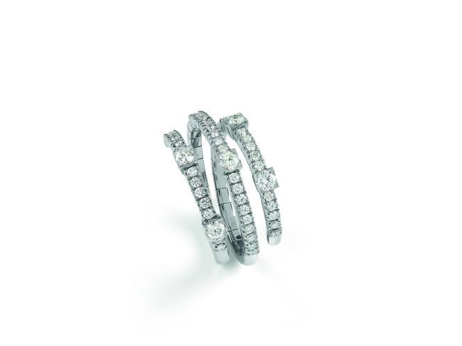 リング ¥479,000 ホワイトゴールド、ダイヤモンド
