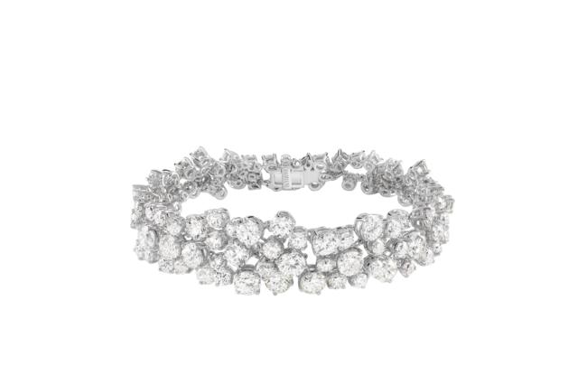 ブレスレット:ホワイトゴールド、ダイヤモンド26.30ct ¥22,200,000(税抜)