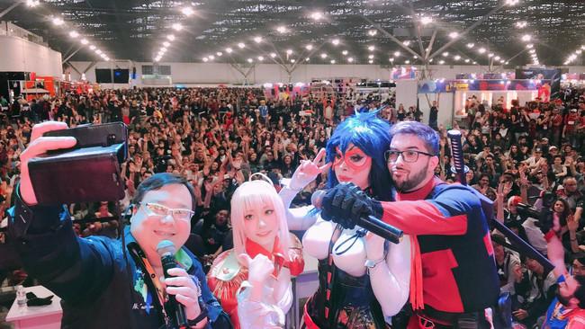 南米最大級のアニメイベント「Anime Friends(アニメフレンズ)」。1万人近いイベントステージでライブやトークショーをおこなった(左から2番目)