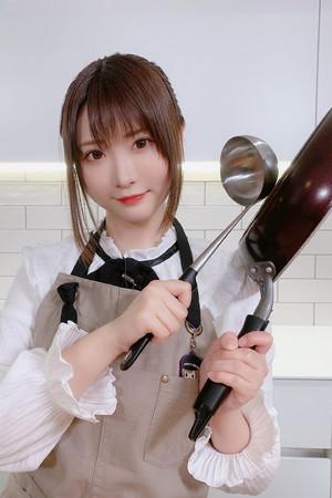 Hカップの美女コスプレイヤー・すみれおじさん