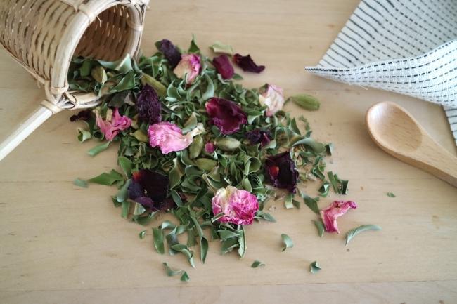 深呼吸の月桃ジンジャーティ。石垣島の月桃茶に、島根のバラや生姜をブレンド。
