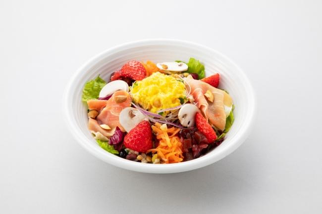 【ランチ】生ハムといちごとふわふわエッグのパワーサラダ