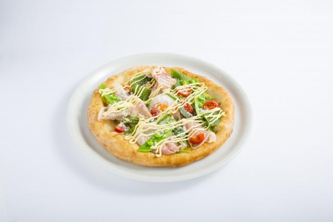 九州産野菜と生ハムのサラダピッツア~半熟卵のせ~