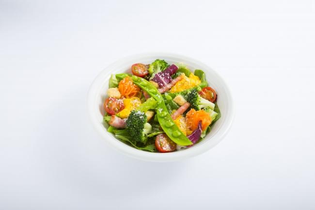 季節野菜ととろっとスクランブルのシーザーサラダ