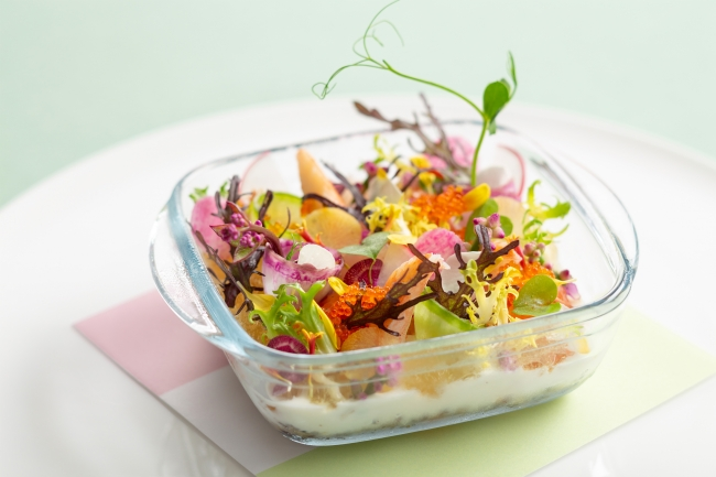 【前菜】海の幸のマリネと色鮮やかな根菜のココット ちらし寿司のイメージで