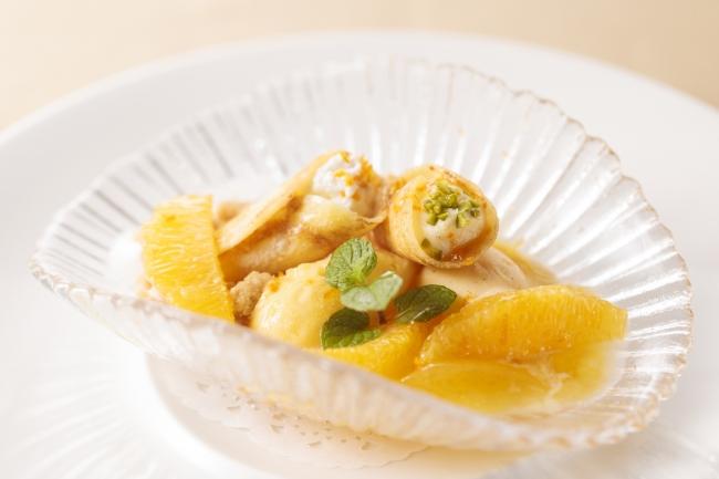 [デザート] クレープを纏ったムースとクリーム オレンジソルベとバニラアイスぞえ