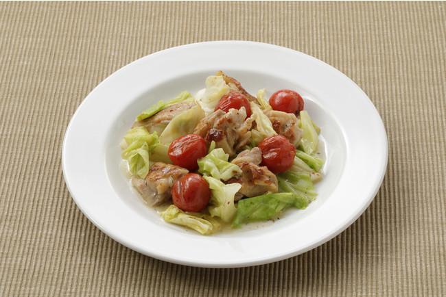 調理例(盛り付けは一人前):キャベツと鶏もも肉の蒸し煮 (レモン&塩麹使用)