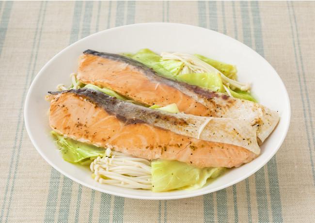 キャベツとえのきだけと鮭の蒸し煮 (ライム&バター使用)