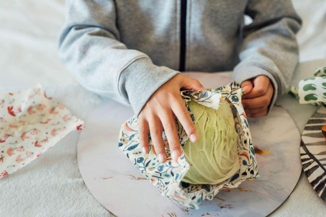 手の温もりで優しくて包むと食べ物にぴったりフィット