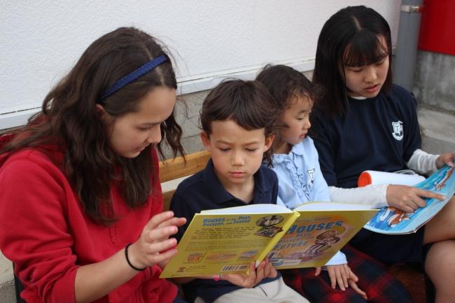 幼稚部、小学部、中学部とあり、異年齢の生徒と行事などでも一緒に楽しみます。