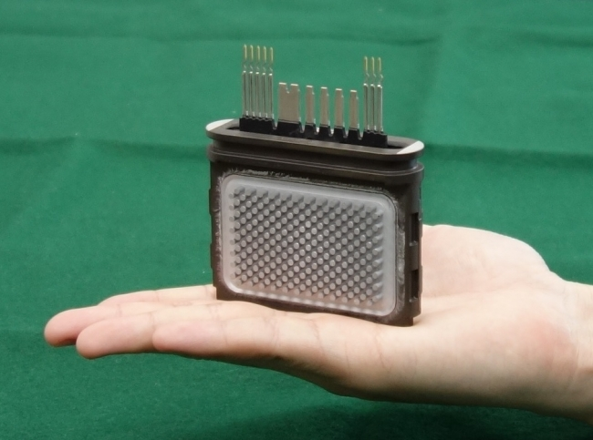インバーターに内蔵されている小型高効率 両面冷却パワーモジュール