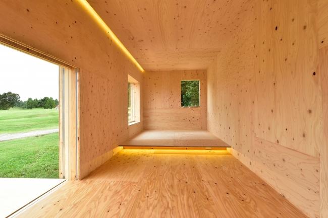 スノーピーク社製の「住箱(ジュウバコ)」の室内の様子です。