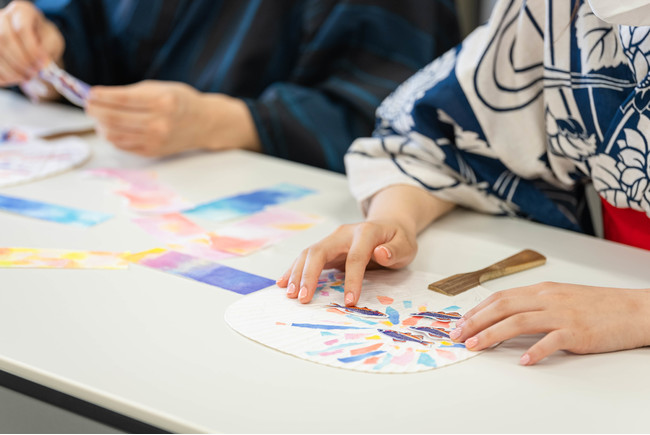 「ミクロラスボラハナビのちぎり絵うちわ作り」イメージ