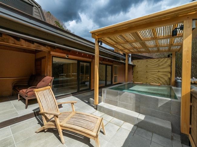 然-白樺 53平方メートル のテラスに露天風呂