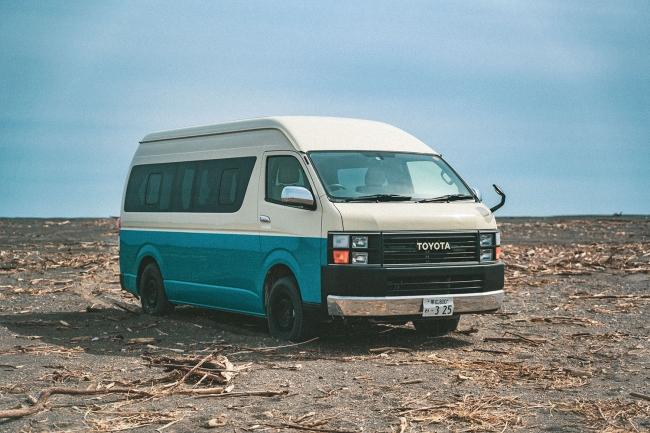 貸出車両例:ハイエースLEAD外装