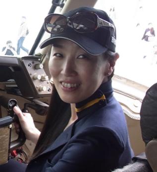島津 暁子 (しまづ あきこ)(広告・PR業、DC-3ワールドツアーグランドスタッフ)