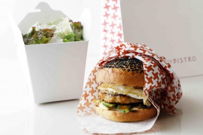 照り焼き チキンバーガー、グリーンサラダ添え 2,000円