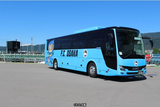 バス前面(右側側面)