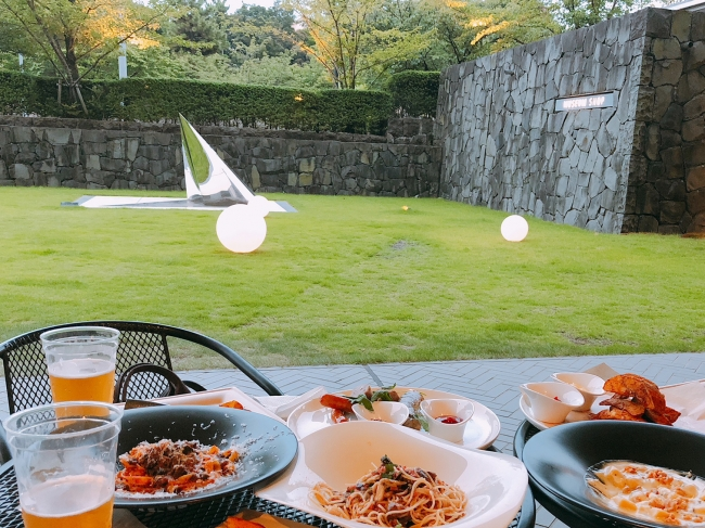 レストラン「ラー・エ・ミクニ」の味が楽しめるガーデン・ビアバー