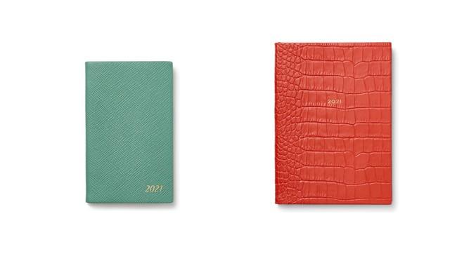 (左)2021年 Panama ポケット付きダイアリー シーグリーン ¥10,000 (税込) (右)2021年 Mara Soho ポケット付きダイアリー コーラル ¥33,000 (税込)