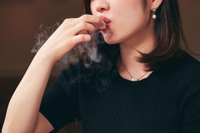 口に含むと煙が出る液体窒素を通したメレンゲなど、 演出にもこだわったクリエイティブなメニューとなっています。