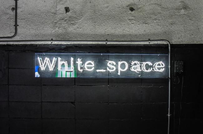 アオイネオンによるwhite_spaceロゴネオン