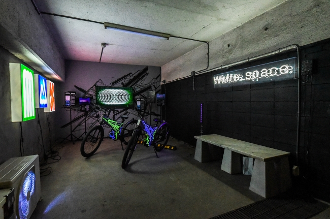もともとガレージであった場所を壁面などを増やしリノベーションした