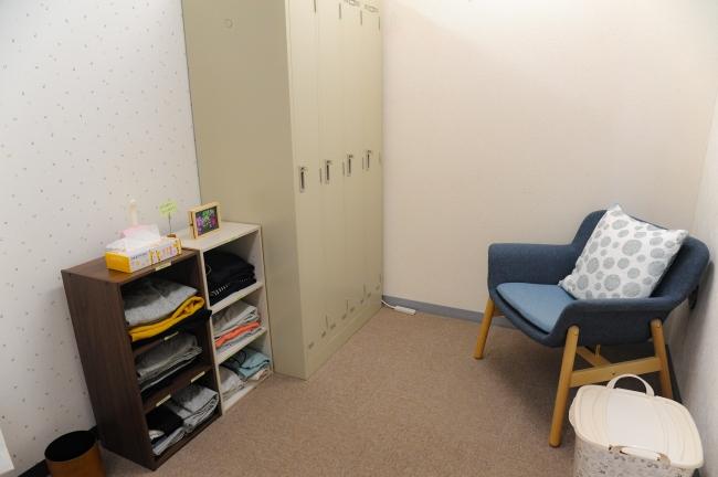 更衣室兼授乳室は個室となっていますので、安心してご利用いただけます