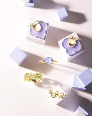 (上から)両耳ピアス(18KYG×ブルーカルセドニー)¥104,000 リング(18KYG×タンザナイト)¥280,000 リング(18KYG×ブラウンダイヤモンド)¥230,000 片耳ピアス(18KYG×ダイヤモンド)¥88,000 ※価格は全て税抜
