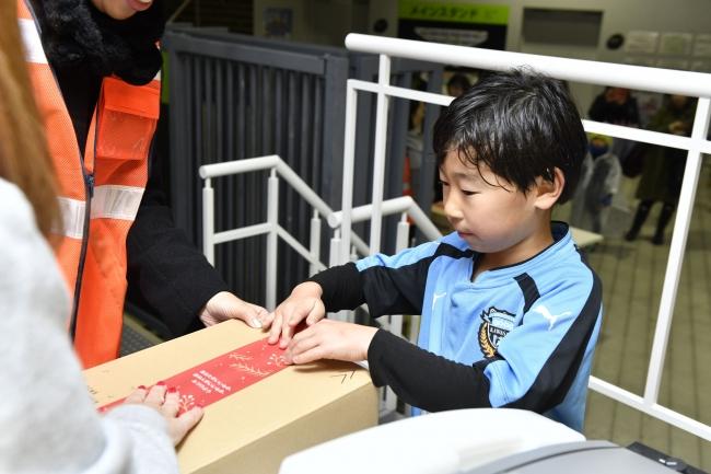 川崎フロンターレスクール生のギフト梱包