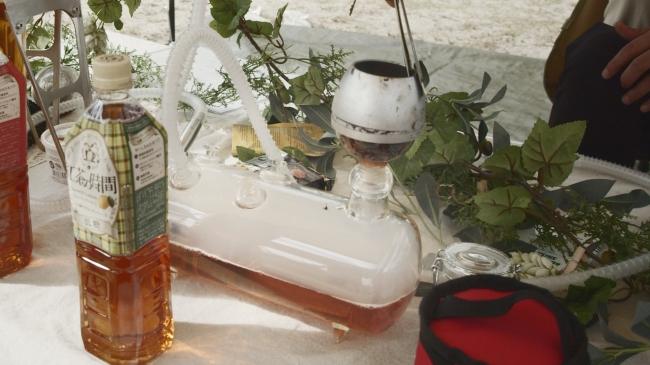たばこの葉の代わりに、サトウキビや紅茶の葉を用いたノンニコチン・ノンタールフレーバーの『ボタニカルシーシャ』