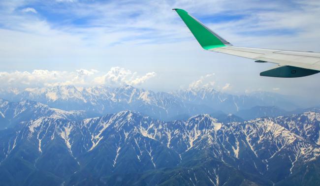 【上空からのアルプスの山々(イメージ)】
