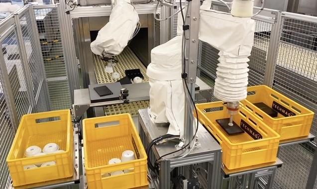 ▲ANAC羽田工場内のコンベア式洗浄機に設置されたfinibo1.