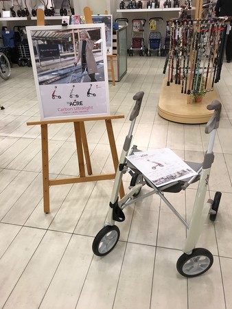 byACRE カーボン・ウルトラライト展示風景(松坂屋 高槻店 3F ハートフルクローバー 介護用品売場)