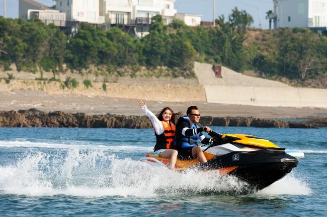 ジェットスキー、スピードを楽しむことはもちろん、ジェットでしか行けない秘密の場所へ!海の冒険にでかけよう